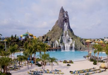 How to deal with crowds at Universal Orlando's volcano bay