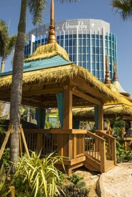 Tips for dealing with crowds at Univeslal Orlando's VOlcano Bay |Favemom.com